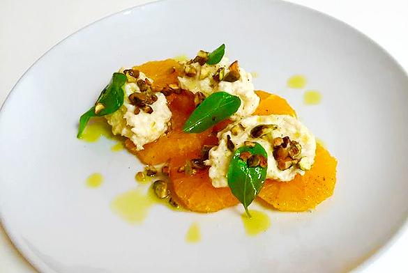 ブラータチーズとオレンジの前菜 ピスタチオ添え