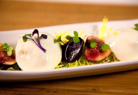 これからの季節に♪ブラータチーズとイチジクのフレッシュサラダ